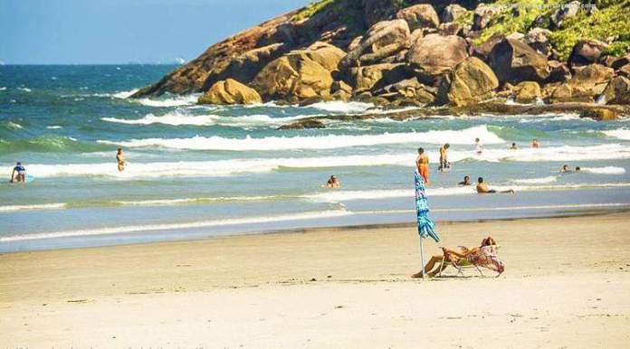 Praia de Fora, Ilha do Mel é uma das praias mais lindas do Sul Brasileiro