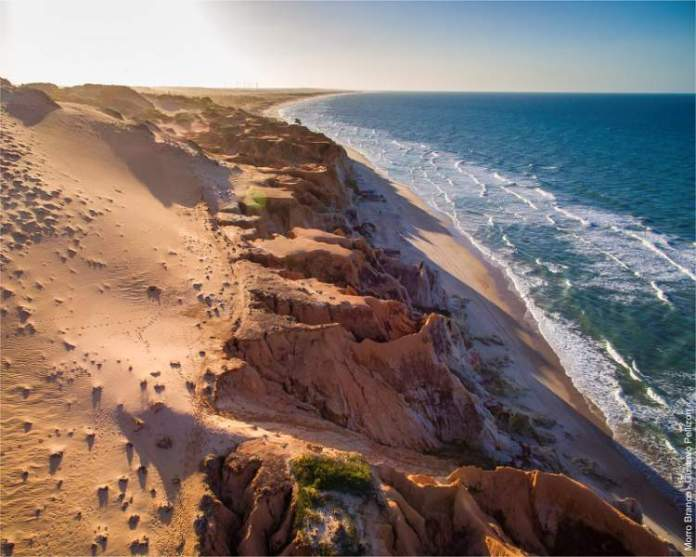 Praia de Morro Branco é uma das praias mais bonitas do Ceará