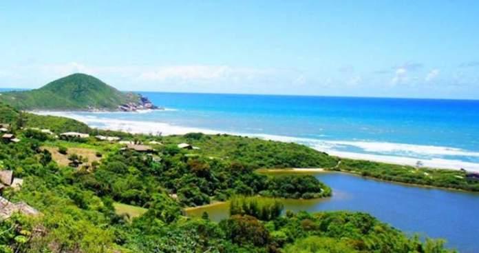 Praia do Rosa é uma das praias mais lindas do Sul Brasileiro