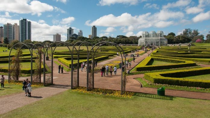 Jardim botânico é um dos lugares fantásticos para se conhecer em Curitiba