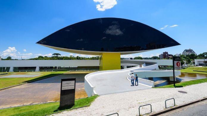 Museu Oscar Niemeyer é um dos lugares fantásticos para se conhecer em Curitiba