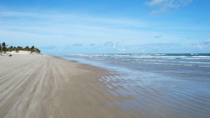Praia das dunas é uma das praias mais bonitas de Sergipe