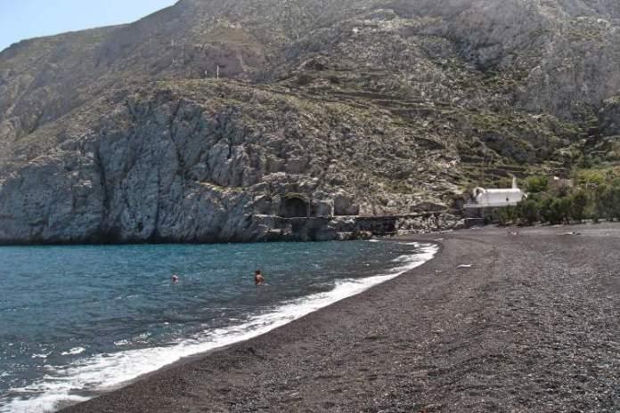Santorini praias de areia preta