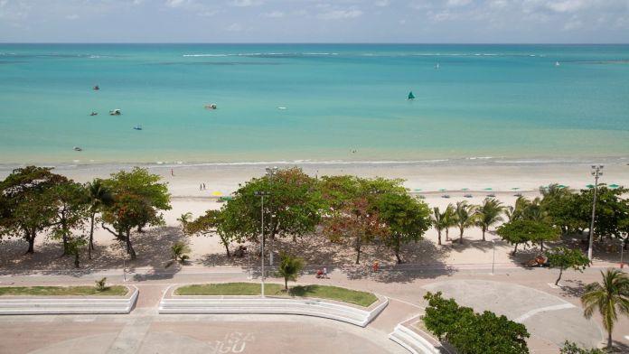 Vista aérea do litoral da praia de Pajuçara.