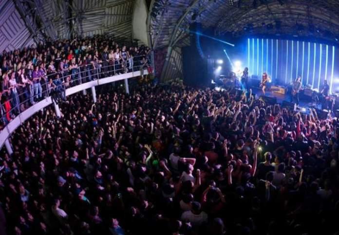 Conhecer o Circo Voador é uma das dicas de o que fazer a noite no Rio de Janeiro