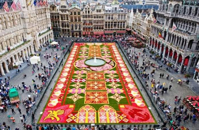 Conhecer o Grand Place é uma das dicas de o que fazer em Bruxelas