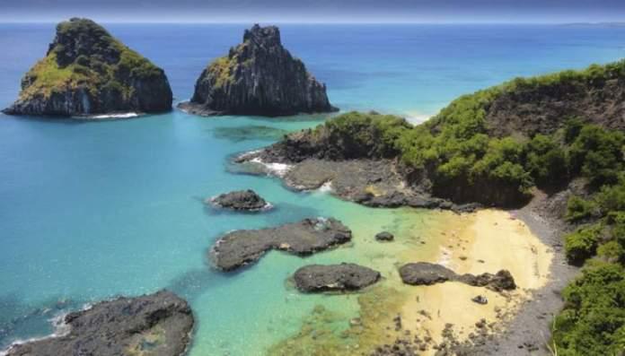 Fernando de Noronha é um dos melhores destinos para viajar em outubro no Brasil