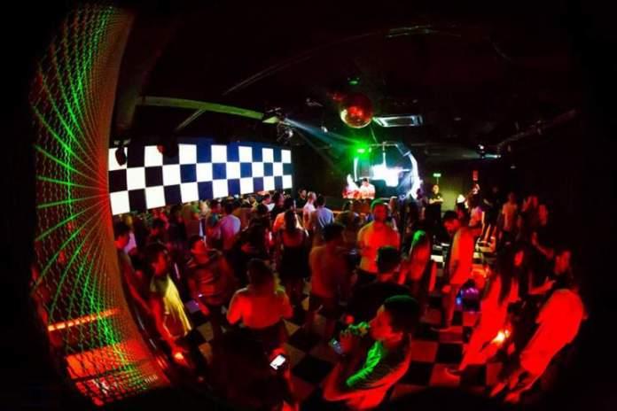 Fosfobox é uma das dicas de o que fazer a noite no Rio de Janeiro