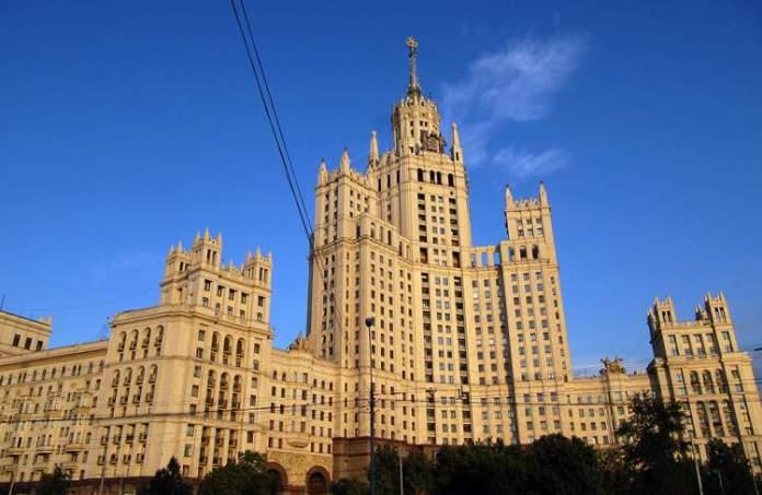 Os Arranha-Céus de Stálin é um dos pontos turísticos em Moscou