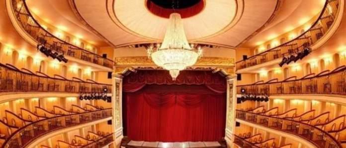 Visitar o Teatro Arthur Azevedo é uma das dicas de o que fazer em São Luís