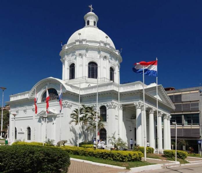 conhecer o Monumento Pantheón de los Heroes é uma das dicas de o que fazer no Paraguai