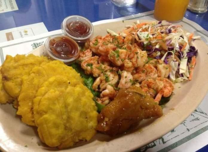 Ir a um restaurante de comida típica é uma das dicas de o que fazer no Panamá