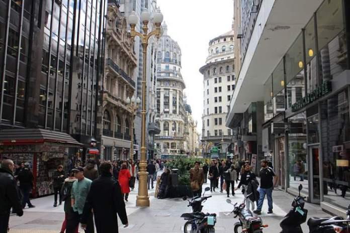 Visitar Calle Florida em Buenos Aires é uma das atrações turísticas na Argentina