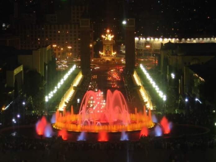 Visitar a Fonte Mágica de Montjuïc é uma das dicas de o que fazer em Barcelona
