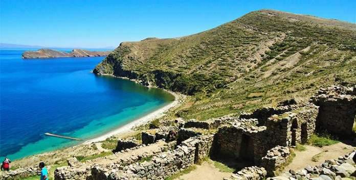 Visitar o Lago Titicaca é uma das dicas de o que fazer na Bolívia