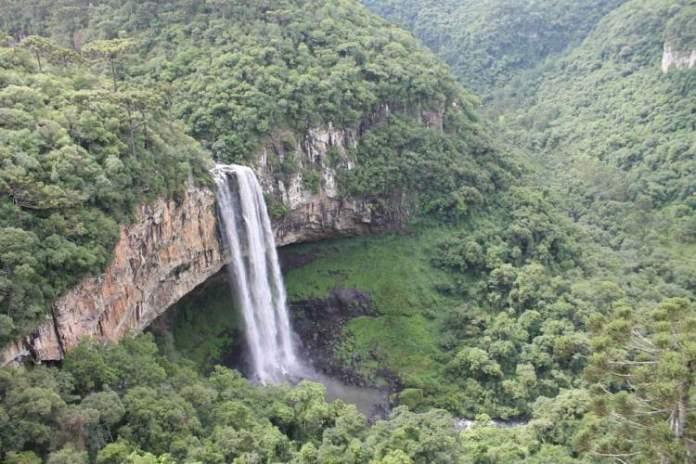 Visitar o Parque Estadual do Caracol é uma das opções de o que fazer em Canela