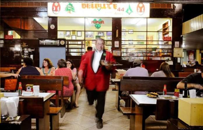 visitar o bar Beirute é uma das dicas de o que fazer a noite em Brasília