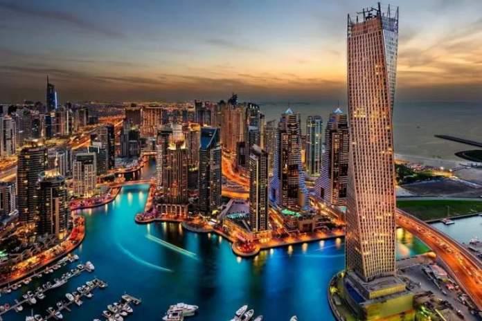 Dubai nos Emirados Árabes é uma das cidades futuristas