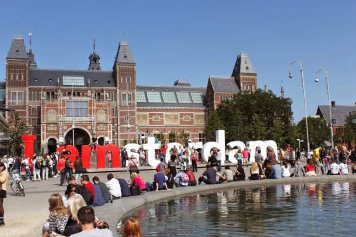 Holandeses falam inglês em Amsterdã