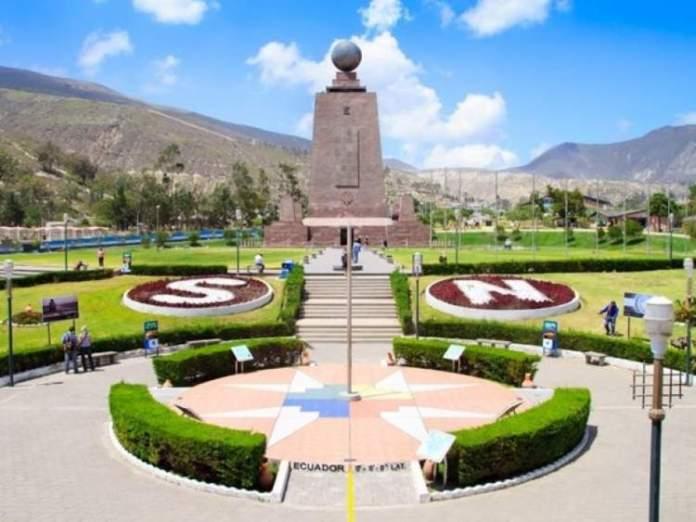 Monumento Equatorial em Quito