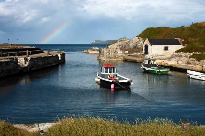 Porto de Ballintoy é um doslugares mágicos da Irlanda