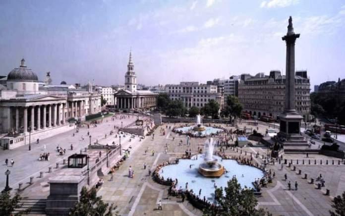 Praça pública Tralfagar Square em Londres