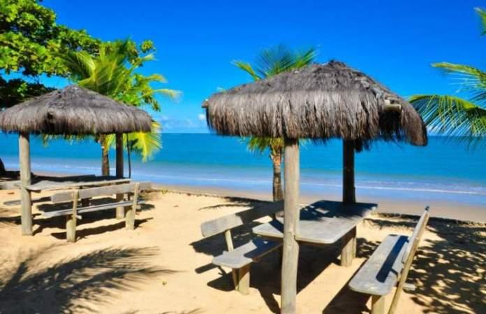 Praia de Itacimirim é uma das 12 praias mais bonitas de Porto Seguro