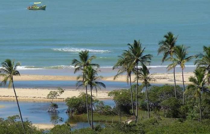 Praia dos Coqueiros é uma das 12 praias mais bonitas de Porto Seguro