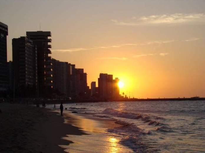 Ver o pôr do sol em Iracema é um dos motivos para fazer uma viagem para Fortaleza