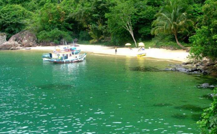Praia da Feiticeira é uma das melhores praias de Ilha Grande