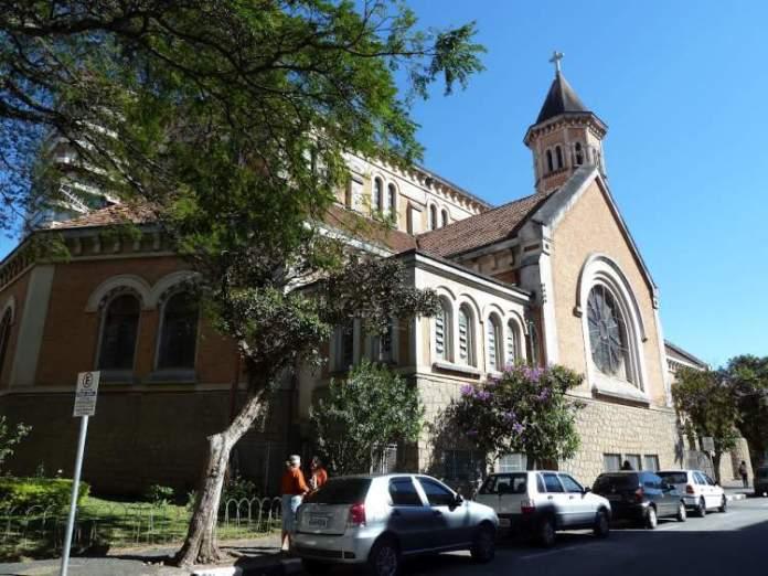 Conhecer a Basílica Nossa Senhora da Saúde é uma das dicas de o que fazer em Poços de Caldas