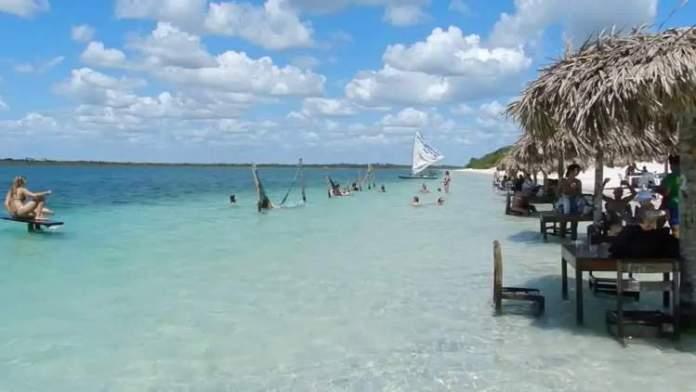 Conhecer a Lagoa do Paraíso é um dos passeios para fazer em Jericoacoara