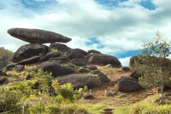 Conhecer a região da Pedra Balão é uma das dicas de o que fazer em Poços de Caldas