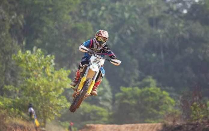 Fazer Motocross é uma das dicas de o que fazer em Monte Verde
