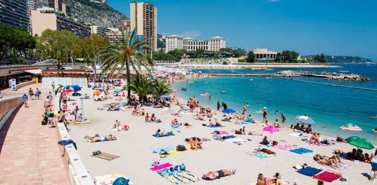 Mônaco é um dos destinos imperdíveis na Europa para amantes de praia