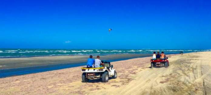 Passeio de buggy pelo litoral Leste é um dos passeios para fazer em Jericoacoara