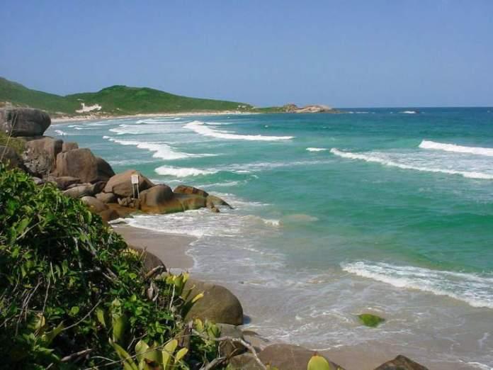 Praia da Galheta é uma das praias mais paradisíacas de Florianópolis