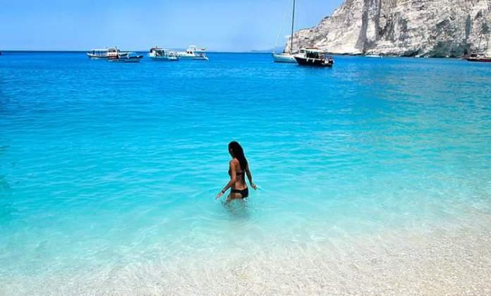 Praia de Navagio em Zakynthos a ilha grega com a praia mais bonita do mundo