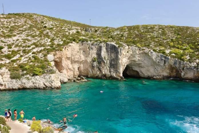 praia de Porto Limnionas em Zakynthos a ilha grega com a praia mais bonita do mundo