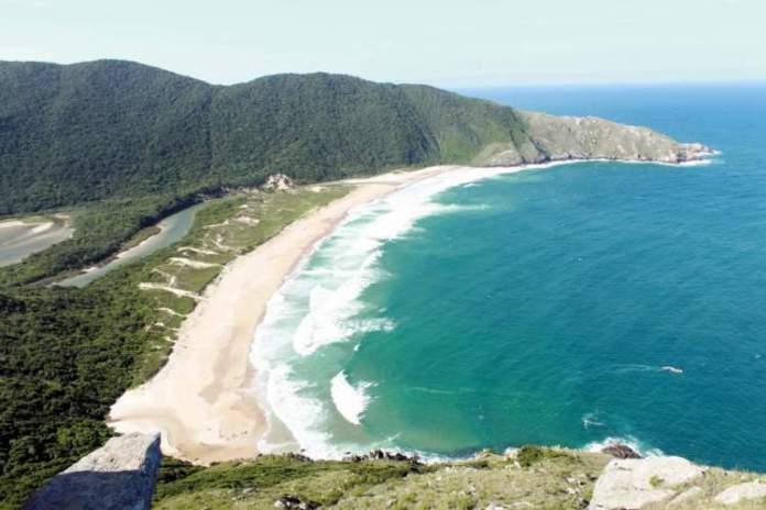 Lagoinha do Leste é uma das praias mais paradisíacas de Santa Catarina