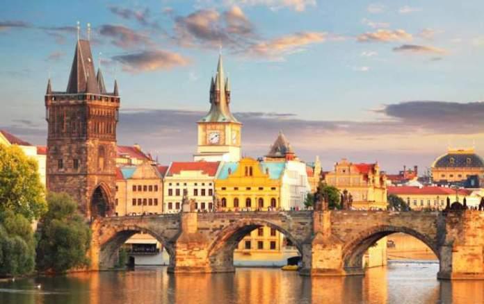 Praga na República Tcheca é uma das cidades medievais que farão você viajar de volta no tempo