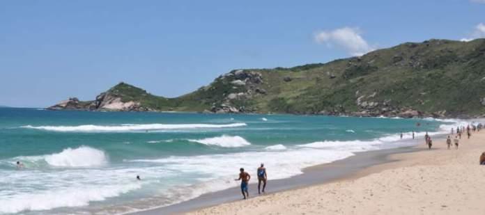 Praia Mole é uma das praias mais paradisíacas de Santa Catarina