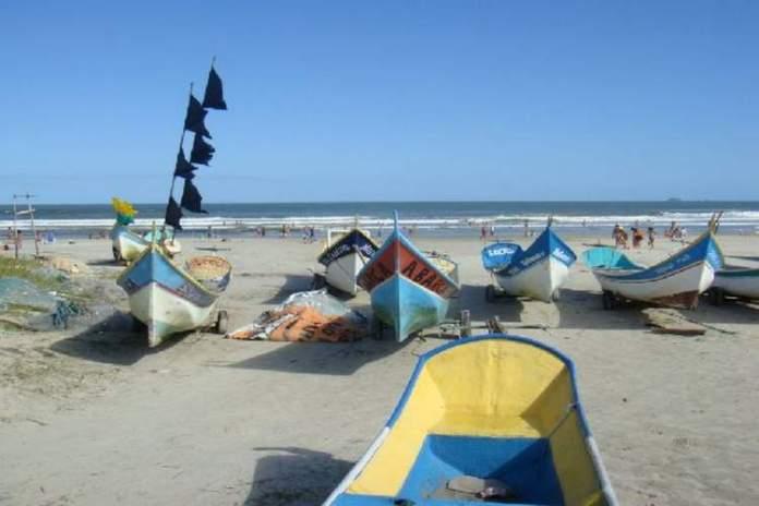 Praia de Canoas é uma das melhores praias do Paraná