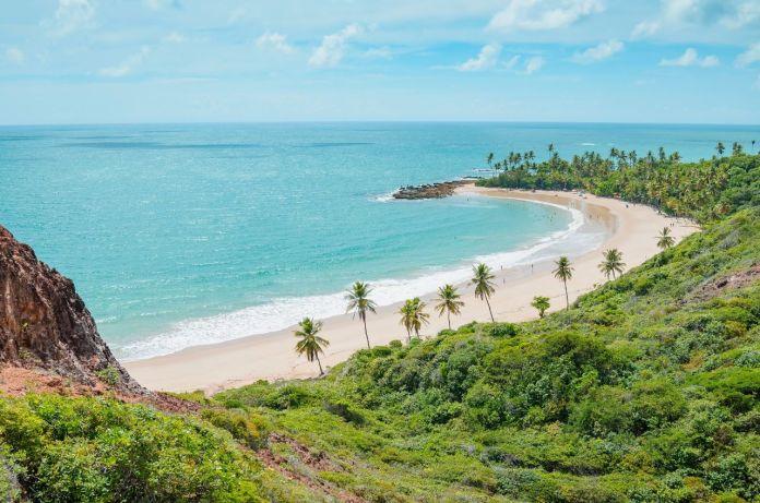 Praia de Coqueirinho, Costa do Conde. Foto tirada do Mirante Dedo de Deus, Belvedere. Conde Paraíba, Brasil [Imagem: shutterstock]