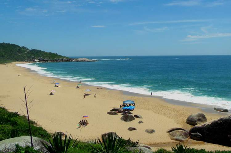 Praia de Taquarinhas é uma das melhores praias de Balneário Camboriú