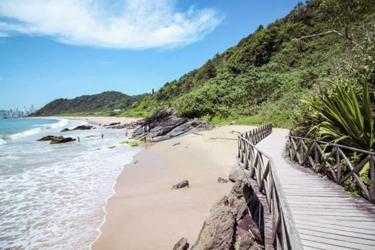 Praia do Buraco é uma das melhores praias de Balneário Camboriú