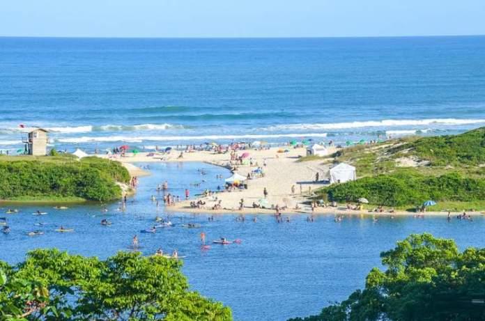 Praia do Rosa é uma das praias mais paradisíacas de Santa Catarina