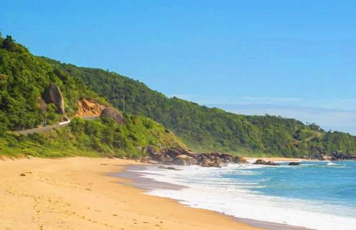 Praia dos Amores é uma das melhores praias de Balneário Camboriú