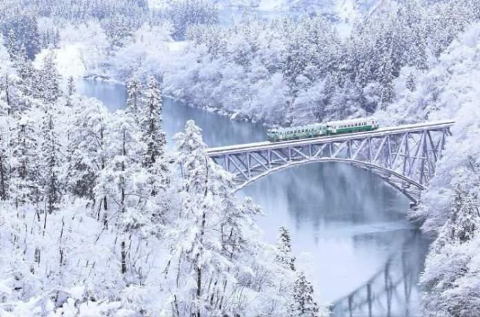 Rio Tadami é um dos lugares impressionantes que ficam ainda melhores no inverno