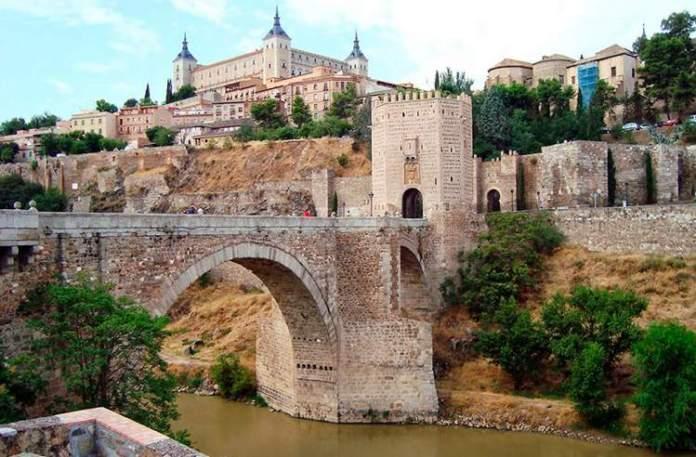 Toledo na Espanha é uma das cidades medievais que farão você viajar de volta no tempo